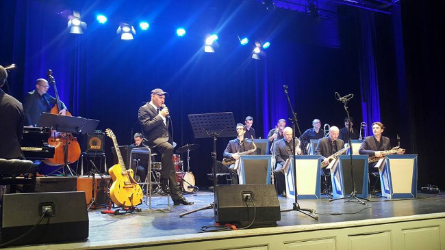 Mister Oz's Big Band play Reinhardt